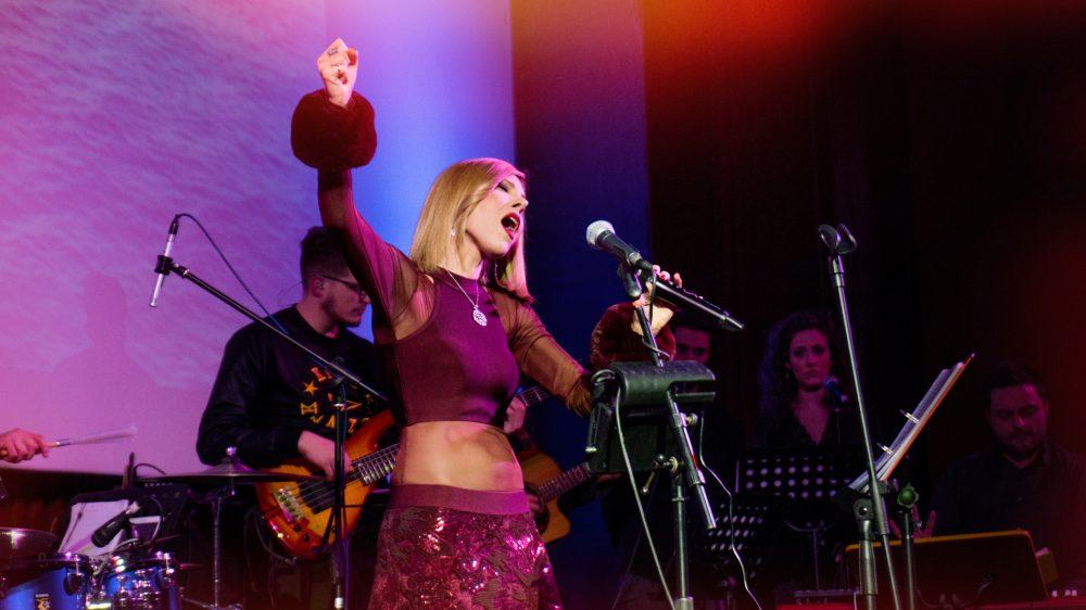 """Appuntamento riuscitissimo alla sala """"Hart"""" di Napoli con il concerto live di Shara"""