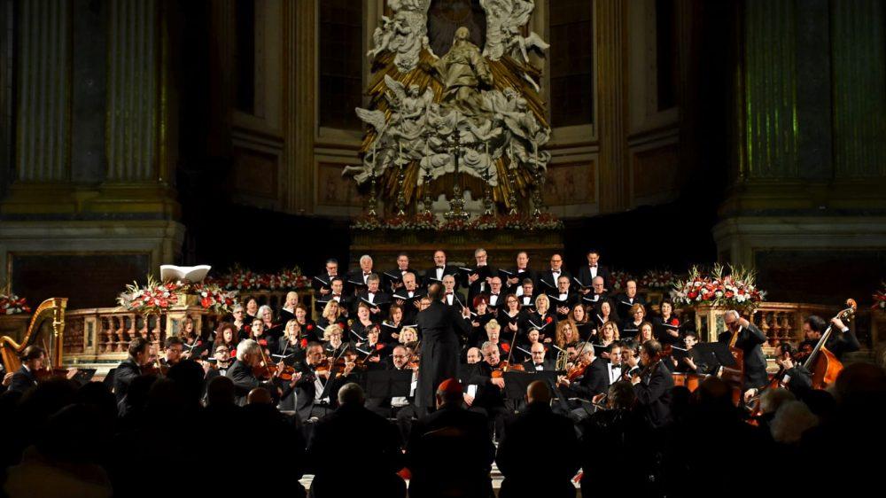 """Successo straripante per il concerto de """"I Cantori di Posillipo"""" che incantano la gremita platea assiepata in ogni ordine di posti."""