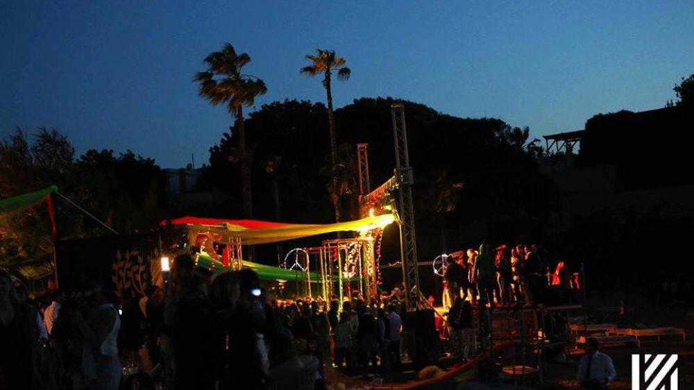 Maggiolini e moto d'epoca in mostra per gli appassionati di motori Flower Power, party hippie chic domenica  8 settembre sul litorale flegreo Ibiza al Nabilah