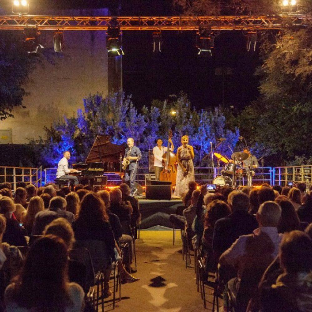 Torna la musica d'autore sull'isola azzurra nei Giardini della Flora Caprense