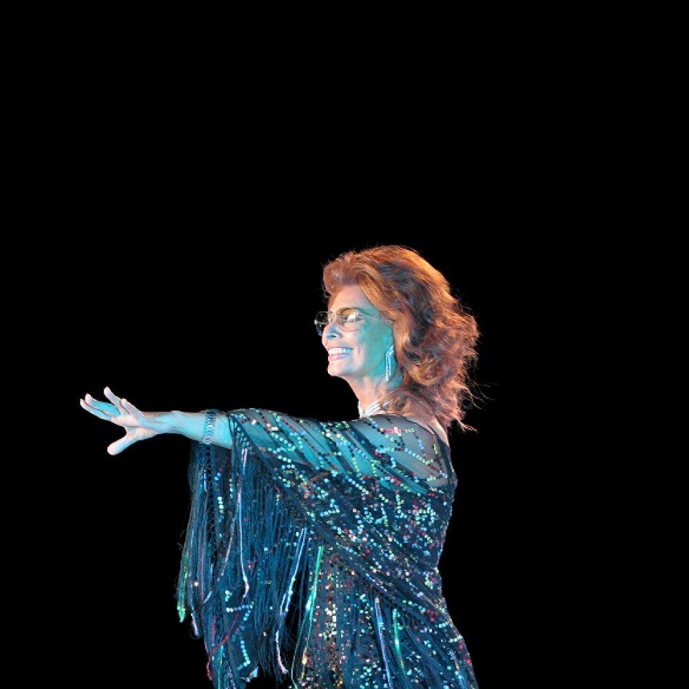 PORTANDOMI DENTRO QUESTA MAGIA.                     Le stagioni della vita di Sophia Loren
