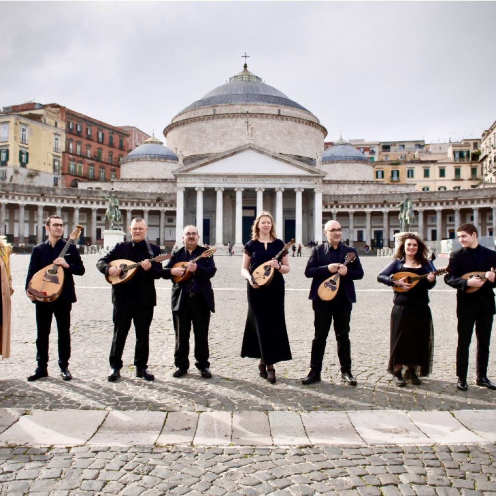 Sanremo 2021: Ermal Meta con Napoli Mandolin Orchestra, fondono                          suggestioni e melodie provenienti dal Sud.