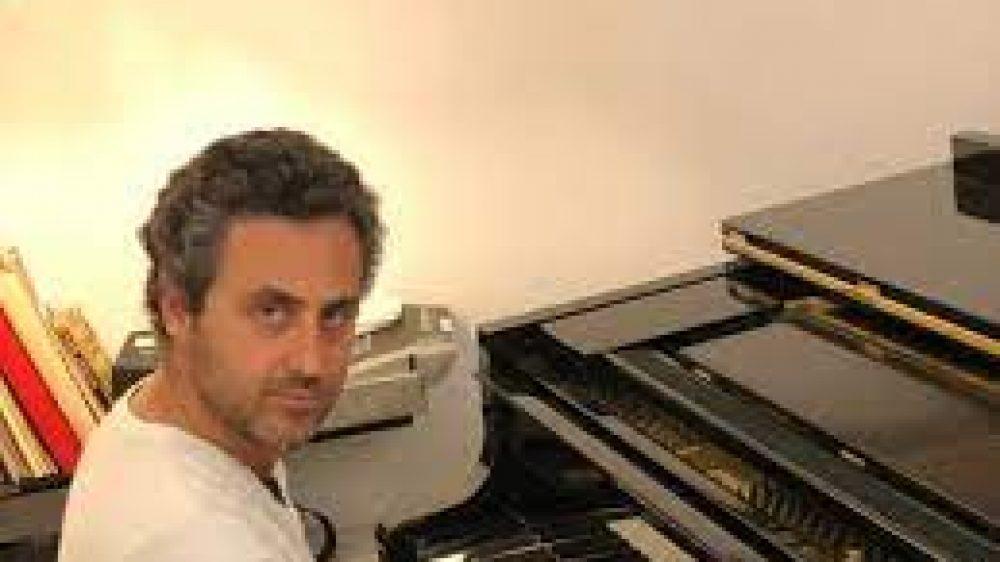 Il Maestro Riccardo Napolitano edil PianoFlash nell'emergenza pandemica